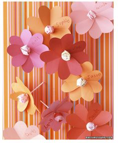Heart lollipop flowers. Idea for valentines for the kids from the teacher? Maybe.