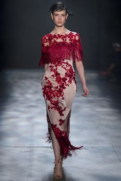Runway / Marchesa / New York / Herbst 2017 / Kollektionen / Fashion Shows / Vogue Fall Fashion Trends, Fashion 2017, Couture Fashion, Runway Fashion, High Fashion, Autumn Fashion, Fashion Outfits, Dress Fashion, Vogue