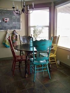 Love this eclectic mix of colorful chairs! Woven Dining Chairs, Antique Dining Chairs, Dining Room Table, Shabby Chic Furniture, Cool Furniture, Objets Antiques, Painted Chairs, Colorful Chairs, Kitchen Chairs