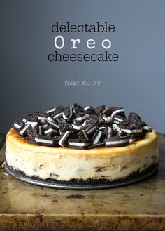 Oreo Cheesecake - such a simple recipe for such an outstanding dessert! This Oreo Cheesecake boasts a crispy Oreo crust and a creamy cheesecake that's infused with even more chocolate and cream cookie bits! Just Desserts, Delicious Desserts, Dessert Recipes, Yummy Food, Oreo Cheesecake Recipes, Cookies And Cream Cheesecake, Raspberry Cheesecake, Recipes Dinner, Oreo Crust Cheesecake