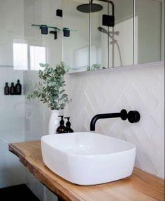 White tiles with white grout – Weiße Fliesen mit weißem Fugenmörtel – Bad Inspiration, Bathroom Inspiration, Bathroom Ideas, Bathroom Inspo, Roca Bathroom, Bathroom Carpet, Bathroom Goals, Washroom, Beautiful Bathrooms
