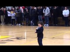Clark Harris's 2-year-old son sings national anthem at H.S. game | Prep Rally - Yahoo Sports