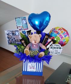 Bouquet Cadeau, Candy Bouquet Diy, Gift Bouquet, Valentines Gifts For Boyfriend, Boyfriend Anniversary Gifts, Valentine Gifts, Cute Gifts, Diy Gifts, Birthday Presents For Friends