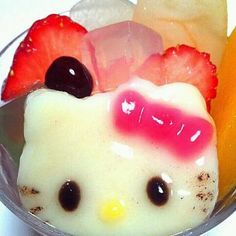 kitty MITSUMAME sweets come back!  http://pinterest.com/takekayoda fr: Takeka Yoda site Japanese - style - lunchbox!!!!