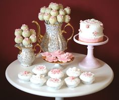 Site is in Portuguese, but I love her cakes, cakepops and cupcakes. Fun Cupcakes, Cupcake Cakes, Types Of Cakes, Beautiful Desserts, Fancy Cakes, Cake Creations, Serving Platters, Dessert Table, Afternoon Tea