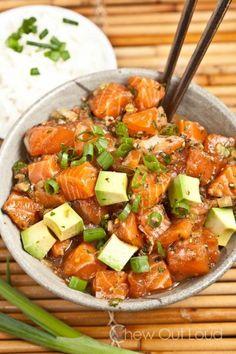 """Le """"poke"""", poisson cru mariné avec des graines de sésames et de soja"""