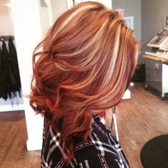 Beautiful copper lob with blonde highlights. Hair by @leahatstraightup http://gurlrandomizer.tumblr.com/post/157388052617/trendy-short-curly-hairstyles-short-hairstyles