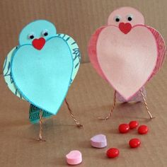 love bird Valentines craft.  Love how their chests look like they're puffed out :)