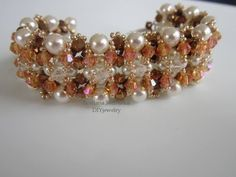 Видео мастер-класс: Crystals and Pearls Bracelet. Браслет с кристаллами и жемчугом . - YouTube - Бисероплетение
