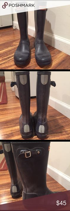 Kid's Hunter rain boots. ☂️ Hunter boots with some wear - some discoloration throughout and detached buckles, as shown.  Still a great boot, good for mucking about in the mud.  ☂️ Hunter Boots Shoes Rain & Snow Boots
