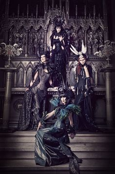 purrsz:    The Gothic dark queen and her tribe ~ Rachel Forbes.