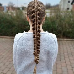 Two-in-one-braid Dutch braid with a fishtail from @flettemette_.