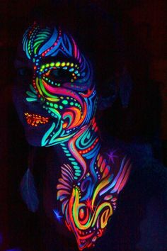 Glow in the Dark Neon Halloween Makeup Face Paint - Body Painting Uv Makeup, Dark Makeup, Body Makeup, Neon Painting, Light Painting, Visage Halloween, Halloween Makeup, Pintura Facial Neon, Neon Face Paint