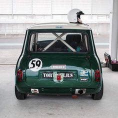 Mini Remastered: A bespoke, resto-modded classic - Mini Owners Club Mini Cooper Classic, Classic Mini, Classic Cars, My Dream Car, Dream Cars, Mini Cooper Interior, Austin Mini, Narrowboat Interiors, Mini Car