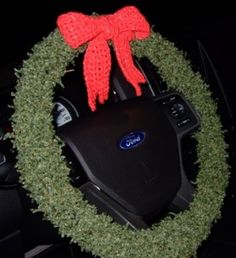 Home Decor: Christmas Wreaths for Your Car