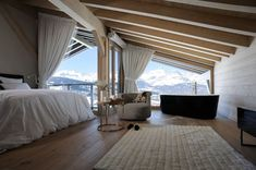 Rustikal Schlafzimmer by Bruno Valeyre Architecte