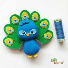 Apostila Digital - Peacock - Pocket version made of felt, easy to conf . - - Apostila Digital – Peacock – Taschenversion aus Filz, einfach zu konfi … Apostila Digital – Peacock – Pocket version made of felt, easy to confi … Felt Crafts Patterns, Felt Crafts Diy, Felt Diy, Sewing Crafts, Sewing Projects, Crafts For Kids, Pdf Patterns, Felt Doll Patterns, Applique Patterns