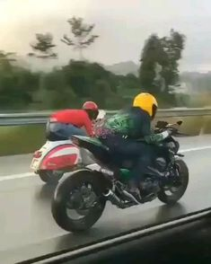 Triumph Motorcycles, Cars And Motorcycles, Gif Motos, Stunt Video, Carbon Fiber Mountain Bike, Motorcycle Quotes, Moto Bike, Bike Rider, Funny Short Videos