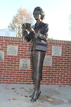 "Armand's Rancho Del Cielo: The Noel Neill ""Lois Lane"" Statue"