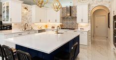 Modern Kitchen Backsplash, Best Kitchen Cabinets, Kitchen Countertop Materials, Kitchen Tops, Kitchen Countertops, Kitchen Design, Kitchen White, Backsplash Ideas, Kitchen Island With Sink And Dishwasher