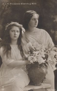 Pss Marie (Mignon) and older sister Pss Elisabeth of Romania. Princess Victoria, Queen Victoria, Romanian Royal Family, Royal Family Trees, Royal King, Princess Alexandra, Young Prince, Kingdom Of Great Britain, Rare Pictures