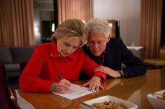 Aké boli prvé dámy posledných amerických prezidentov? Jedna z nich svojho manžela nenávidela ako politika - Akčné ženy Hillary Clinton 2016, Bill And Hillary Clinton, Hillary Rodham Clinton, Us Presidents, Embedded Image Permalink, Roman, Politics, America, History