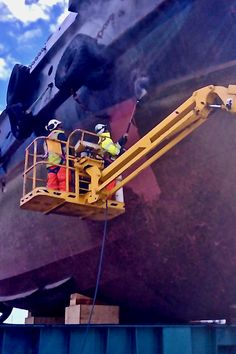 AEB uses Quill Falcon Cyclone portable sand blasting machines to clean and profile boats and ships across Adelaide.