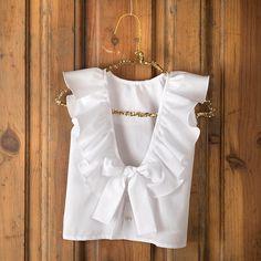 Resultado de imagen para embellished Cape by simonecarvalli Love Fashion, Kids Fashion, Womens Fashion, Fashion Design, Kids Outfits, Casual Outfits, Fashion Outfits, Casual Chic, Diy Vetement