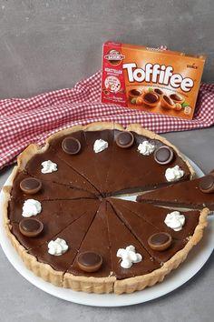 Toffifee Schoko Käsekuchen - Einfache Füllung, einfacher Boden Pie, Desserts, Food, Quark Recipes, Cool Recipes, Simply Filling, Yummy Food, Food And Drinks, Molten Chocolate