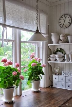 Cosy Home Decor To Inspire and Copy - Geek Interior Design - Gundi L. Cosy Home Decor To Inspire and Copy - Geek Interior Design - Gundi L. Shabby Chic Interiors, Shabby Chic Homes, Shabby Chic Furniture, Shabby Chic Decor, Painted Furniture, Cosy Home Decor, Home Interior, Interior Design, Vibeke Design