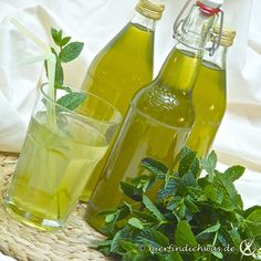 Very intense peppermint syrup - Sirup und Marmelade selbermachen - Cocktails Summer Drinks, Cocktail Drinks, Cocktail Recipes, Cocktails, Peppermint Syrup Recipe, Healthy Eating Tips, Healthy Recipes, Herb Recipes, Liqueur