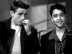 sal mineo james dean. James Dean died just a few weeks before RWAC was released and Sal Mineo was stabbed to death in his thirties. Co-star Natalie Wood also died pretty young.