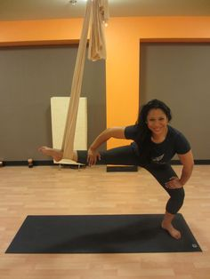 Let's tone and redefine our muscles in Aerial Yoga! Let's tone and redefine our muscles in Aerial Yoga! Inner Thight Workout, Pilates Workout, Exercise, Yoga Fitness, Health Fitness, Anti Gravity Yoga, True Health, Aerial Yoga, Pole Dancing