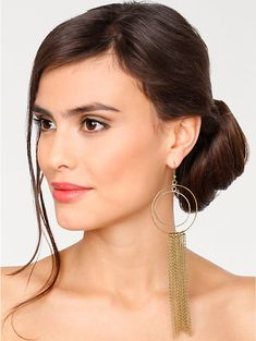 Accordez vous un peu de fantaisie avec ces magnifiques #boucles d'oreilles pendantes #mode #beauté #bijouxfantaisie Hoop Earrings, Jewelry, Fashion, Falling Down, Pendant Earrings, Hair Updo, Hairstyles, Fantasy, Boucle D'oreille