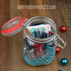 Creative Ways to Give a Gift Card: The Mason Jar Gift at www.happyhourprojects.com