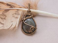Pendentif wire wrap sur labradorite par oPetitePlumeo sur Etsy #crystal #jewelry #wire wrap #wirewrapping #handmade #necklace #pendant #semi #precious #stone #gems #unique #artisan #montreal #feather #petiteplume #love #labradorite