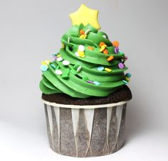 Christmas Tree Cupcake ... this is a cute idea!