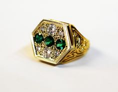 Check this out. What a statement! #emerald #diamond #custommade