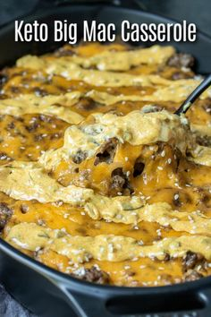 This Keto Big Mac Casserole is an easy low carb hamburger casserole recipe made with ground beef, cheese, and delicious Big Mac sauce! Hamburger Salad Recipe, Low Carb Hamburger Recipes, Cheeseburger Salad Recipe, Mac Salad Recipe, Big Mac Sauce Recipe, Hamburger Casserole, Ground Beef Casserole, Low Carb Dinner Recipes, Cheeseburger Casserole