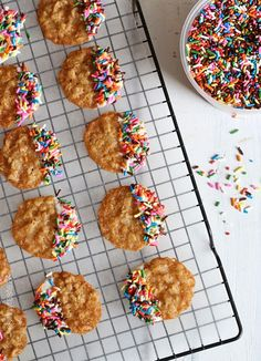These oatmeal lace cookies are dipped in white chocolate and sprinkles – yum!