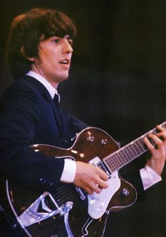 George H. Harrison, who never got the credit for being a great guitar player. Course the Beatles weren't much into 10 minute guitar solos. He did a lot of 'firsts' in the guitar world. John Lennon, George Harrison Young, The Beatles Live, Beatles Guitar, Richard Starkey, Beatles Photos, The Fab Four, Gretsch, Ringo Starr