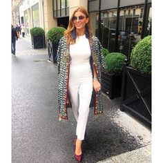 «On the way to a New show, a New experience Ramona Filip, Winter Fashion Casual, Giovanna Battaglia, Jean Top, New Shows, I Dress, Style Icons, Celebrity Style, Victoria