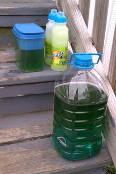 diy bubbles...10 cups of water..4 cups of dish washing liquid....1 cup of corn syrup....makes huge bubbles