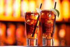 drinks com vodka: long island iced tea Absolut Vodka, Drinks Com Vodka, Vodka Tonic, Blue Curacao, Sour Mix, Long Island Cocktail, Long Drink, Alcholic Drinks, Orange Twist