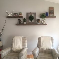 PrairieWoodWorking shared a new photo on Etsy- PrairieWoodWorking ha compartido una nueva foto en Etsy Floating console floating TV stand Espresso … - Corner Bench Seating, Floating, Floating Tv Stand, Storage Bench Seating, Living Room Tv, Floating Shelves, Window Benches, Living Room Tv Wall, Home Decor