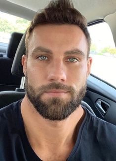 When many guys grow a beard, they think they have finally found the key to doing absolutely nothing when it comes to bathroom maintenance. Letting the beard grow is not a get-out-of-jail-free card for neglecting any type Hairy Men, Bearded Men, Hairy Hunks, Beautiful Eyes, Gorgeous Men, Poofy Hair, Blue Eyed Men, Beard Styles For Men, Beard Lover