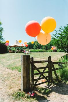 Giant Helium Balloons Yew Tree Lakes Wedding Charlotte Hu Photography #GiantBalloons #HeliumBalloons #Balloons #WeddingBalloons #Wedding Tipi Wedding, Wedding Pics, Our Wedding, Giant Balloons, Helium Balloons, Pick And Mix, Wedding Balloons, Summer Parties, Wedding Designs