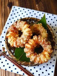 オニオンリングのドーナツ風ちくわ天 by 小林 睦美(きゃらきゃら) / オニオンリングに、クルクルと螺旋状に切った竹輪を巻きつけて、見た目も可愛いドーナツみたいな天ぷらにしました。竹輪と玉ねぎだけで、ボリューミーな節約レシピ。 / Nadia