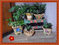 RECICLAGEM E CAIXOTE - p jardinagem e vasos de plásticos pintados e decorados - Bruna Talon