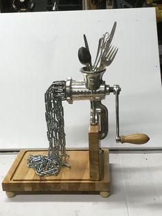 35 vernünftige Vintage-like DIY Buch Papierdekoration Projek Welding Art Projects, Metal Art Projects, Metal Crafts, Metal Yard Art, Scrap Metal Art, Cutlery Art, Metal Art Sculpture, Art Sculptures, Sculpture Ideas
